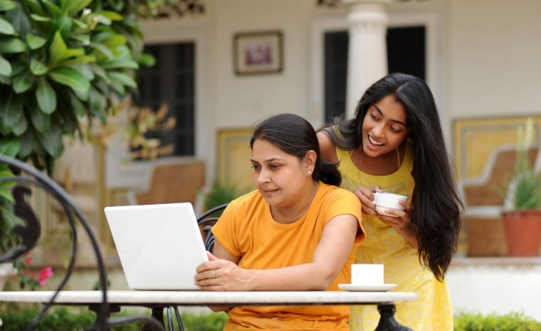 Indian-women-with-laptop_LowRes-770x472